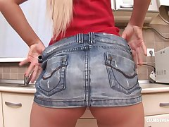 Solo model Artemis teases with her pussy and drills in the kitchen