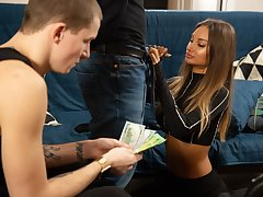 HUNT4K. Robber has all over watch his hottie girl fun and games