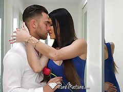 Peachy babe connected with fake boobs Jessica Jaymes is making love connected with her boyfriend