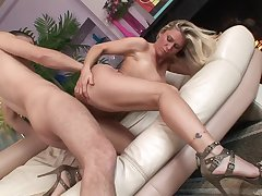 Naked milf slut in high heels bounces primarily a unearth