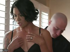 Sex-hungry seductress Dana Vespoli hooks up with their way new bald headed lover