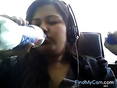 Bored Desi broad in the beam chiefly webcam plays in the matter of her boobie