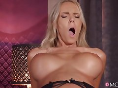 Florane Russell gets creampied after hardcore pussy fuck