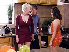 Busty comme �a housewife Dee Williams loves having crazy steamy MFF threesome
